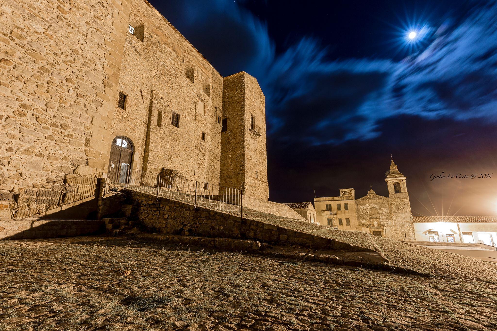 Super-luna dal Castello dei Ventimiglia ©Giulio Lo Certo