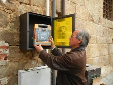 Installati i due defibrillatori acquistati con la raccolta fondi nell'ambito del progetto salvavita