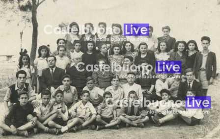 I professori e gli alunni dell'Istituto sant'Anna in una foto alla fine dell'anno scolastico 1946-47. Silvio Coco è il penultimo a destra seduto