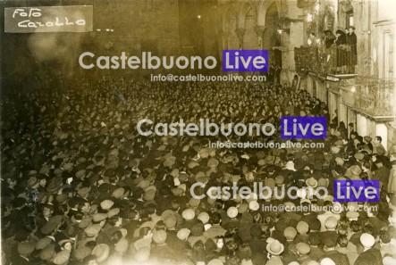 """Foto 11 Domenica delle palme 1949 Piazza Margherita stracolma per il cosiddetto """"Resoconto alla madre"""" di Alfredo Cucco (gent. conc. Centro Polis)."""