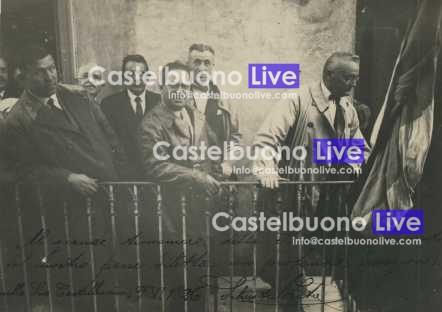 Foto 15 Alfredo Cucco poco prima di un comizio in Piazza Margherita, casa Spallino, il 9 giugno 1926. A destra il prefetto Cesare Mori (Foto Silvestre Zito).