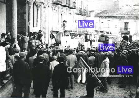 Foto 19 manifestazione di allevatori (il celebre sciopero delle capre e delle vacche) in piazza Margherita nei primi anni '70 (Foto Mazzola)
