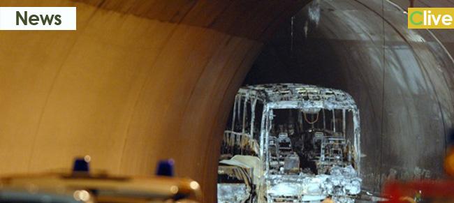 TREMONZELLI, altro pullman in fiamme. Vigili e polizia salvano 38 passeggeri