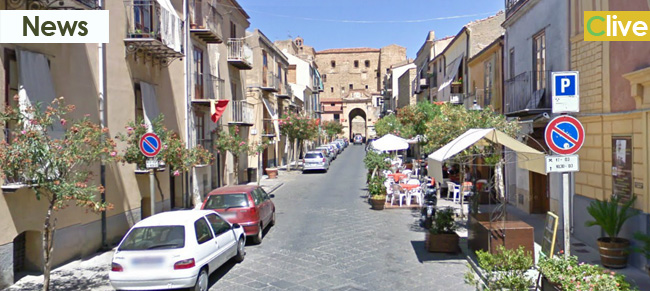 Castelbuono da guinness: per la prima volta imbandita una tavolata dai piedi del castello sino a piazza Margherita
