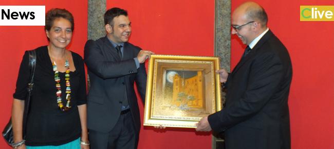 """L'artista Condello ha donato all'Amministrazione Comunale di Castelbuono una sua opera dal titolo """"Castelbuono perla delle Madonie"""""""