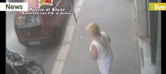 Cefalù, anziana donna ruba il pc portatile al cliente di una banca (video del furto)