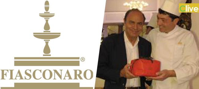 Bruno Vespa riceve in dono un panettone da Fiasconaro