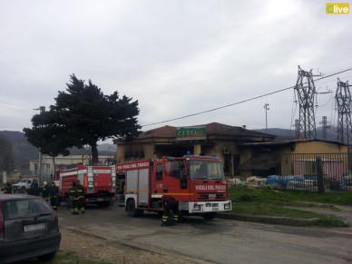 Grave incendio a Castelbuono: in fiamme i locali di un noto mobiliere