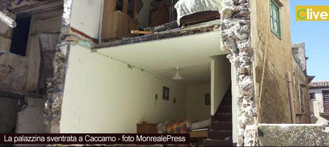Crollo di una palazzina a Caccamo. Voci da sotto le macerie, una donna è morta