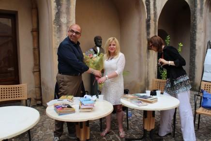 Consegnati i libri in lingua rumena alla biblioteca comunale di Castelbuono