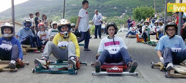 """Revival di ricordi per chi ha accompagnato i propri figli alla""""Cursa di Carruzzuna"""". 65 partecipanti hanno fatto rombare i loro """"motori"""" in una giornata di sport e aggregazione"""