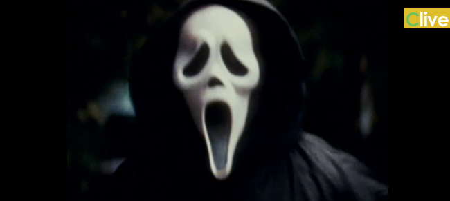 Gratteri: Uomo vestito da Scream spaventa un intero paese. Si organizzano delle ronde ma del personaggio misterioso nessuna traccia