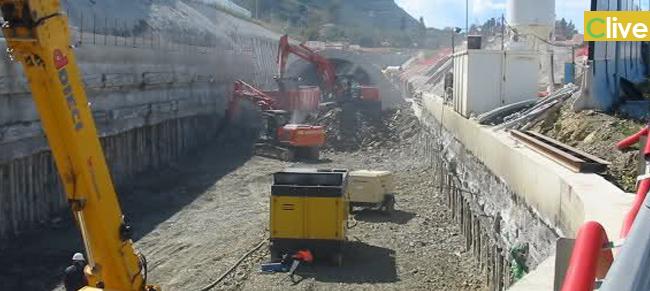 Raddoppio ferroviario, riparte il cantiere ma molti operai restano fuori
