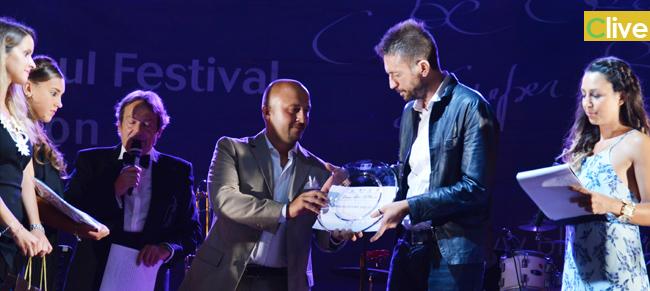 I ringraziamenti di Andrea Scanzi  per il premio Ambasciatore del gusto al Divino Festival di Castelbuono
