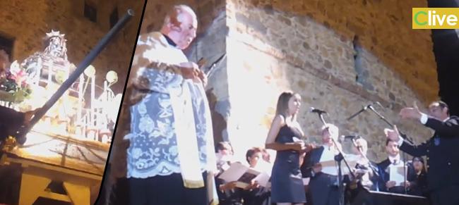 L'Inno a Sant'Anna eseguito alla presenza delle Sacra Reliquia ai piedi del Castello - Il Video