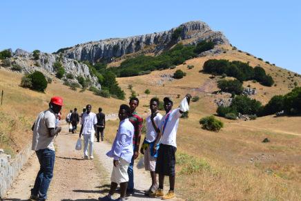 UN MARE DI SOLIDARIETA': domenica pomeriggio i migranti ospitati a Piano Zucchi visiteranno Castelbuono