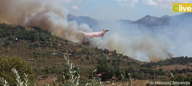 Incendio di vaste dimensioni alle porte di Castelbuono