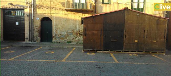Parcheggi per disabili in piazza Castello, la segnalazione di un lettore