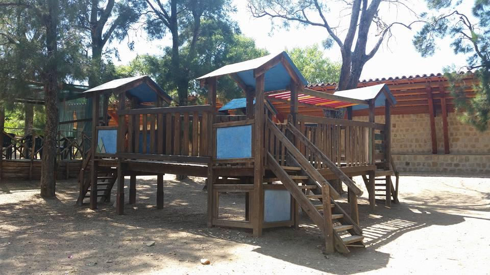 Giostra pericolosamente danneggiata al parco delle - Parco mamma anna cucine ...